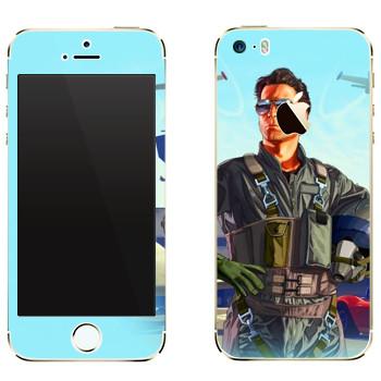Виниловая наклейка «Летчик - GTA 5» на телефон Apple iPhone 5