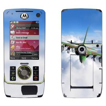Виниловая наклейка «Военный самолет в облаках» на телефон Motorola Z8 Rizr
