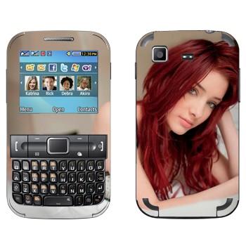 Виниловая наклейка «Красноволосая девушка на кровати» на телефон Samsung C3222 Duos