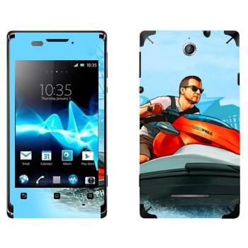 Виниловая наклейка «Мужик на водном мотоцикле - GTA 5» на телефон Sony Xperia E/Xperia E Dual