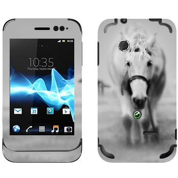Виниловая наклейка «Белая лошадь в тумане» на телефон Sony Xperia Tipo